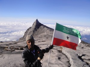 Somaliland Flag On The Highest Mountain In South East Asia. Ahmed Mahdi of the Towers university participated a tour with other 35 students comprising 26 international students from 26 different countries.